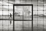 querformat-fotografie - Achim Katzberg - Street - Einzelgänger - Tor zur Welt