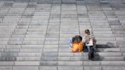 querformat-fotografie - Achim Katzberg - Street - Graphical - Lesen bildet