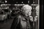 querformat-fotografie - Achim Katzberg - Street - Spontan B/W - Wi[n]dow Shopping
