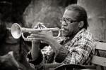 querformat-fotografie - Achim Katzberg - Street - Spontan B/W - That's Music!