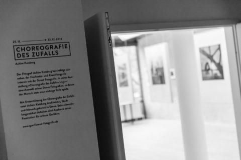 querformat-fotografie - Achim Katzberg - CHOREOGRAFIE DES ZUFALLS - Impressionen einer Ausstellung - CHOREOGRAFIE DES ZUFALLS