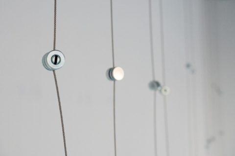 querformat-fotografie - Achim Katzberg - CHOREOGRAFIE DES ZUFALLS - Impressionen einer Ausstellung - abgehängt