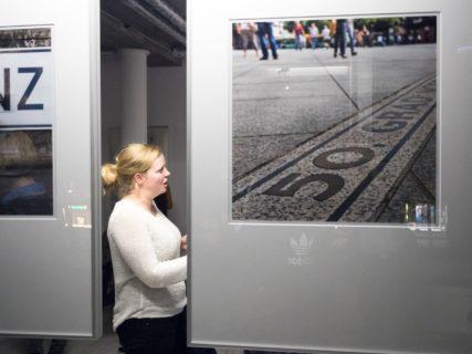 querformat-fotografie - Achim Katzberg - CHOREOGRAFIE DES ZUFALLS - Impressionen einer Ausstellung - querformat-fotografie_ausstellung_choreografie_des_zufalls_weinguut-002