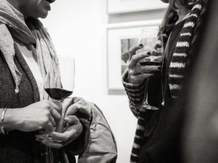 querformat-fotografie - Achim Katzberg - CHOREOGRAFIE DES ZUFALLS - Impressionen einer Ausstellung - WEINGUUTxGutleut