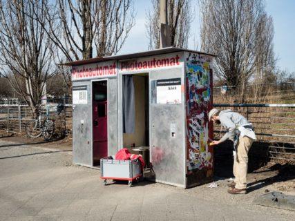 "querformat-fotografie - Achim Katzberg - Meine persönliche ""Best of Streets"" Auswahl aus dem 1. Quartal 2017 - [Photoautomat - Berlin / März 2017]"